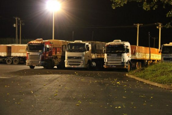 ponto de parada para caminhoneiro noite - Sindicamp